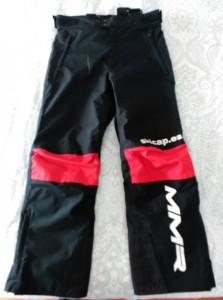 Equipación Club Ski Peñaubiña. Pantalón talla 10. Prácticamente nuevo. Tel. 615 231686