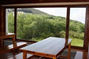Restaurante del Club, situado en la planta baja, con vistas a las montañas de pajares.